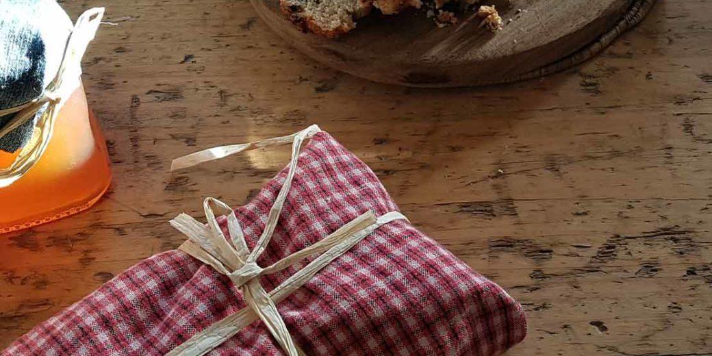 Geburtstagsreime mit Geschenk und Kuchen
